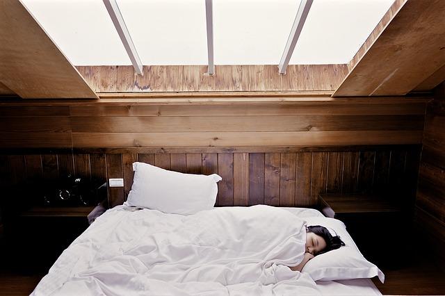 gardinbus hjælper med søvnen om sommeren